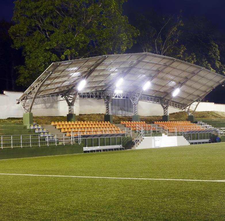 foto nocturna cancha de futbol 11 sede recreacional