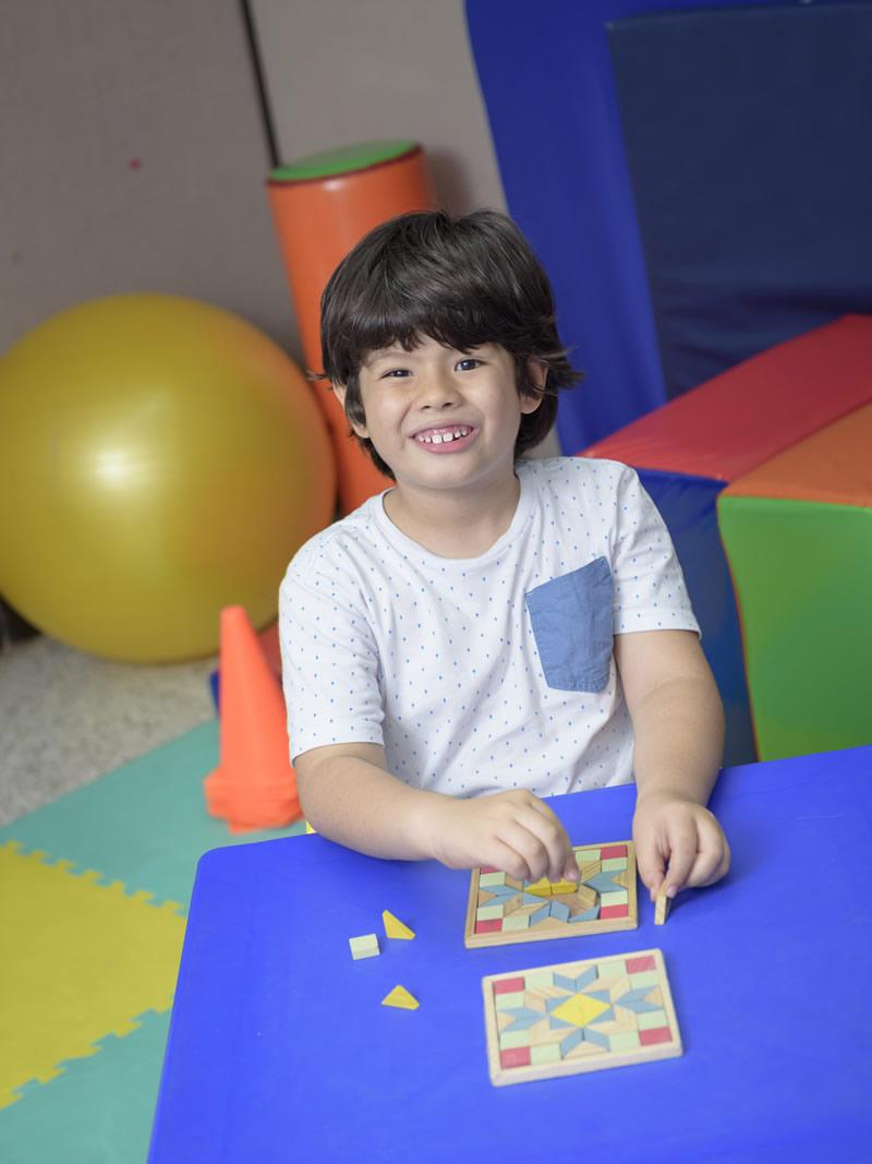 niño jugando en instalaciones de la ips